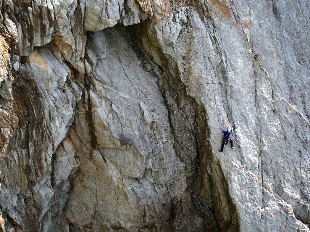 Rock climbing courses and guiding at Gogarth.